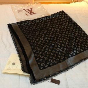 Louis Vuitton Shawl/Scarf/Wrap